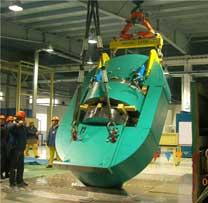 大型液压机室内吊装