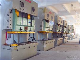 工厂设备搬迁同一水平定位安装